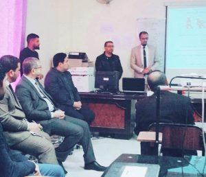 مسؤول وحدة التعليم الألكتروني يقيم ورشة عمل حول برنامج مودل (moodle)